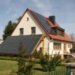30 Module á 90 Watt (Ostausrichtung) - 2,7kWp + 45m² Solarfläche (Südausrichtung)